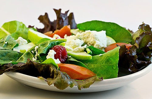 Salat essen gehen in Berlin - WeiSsensee